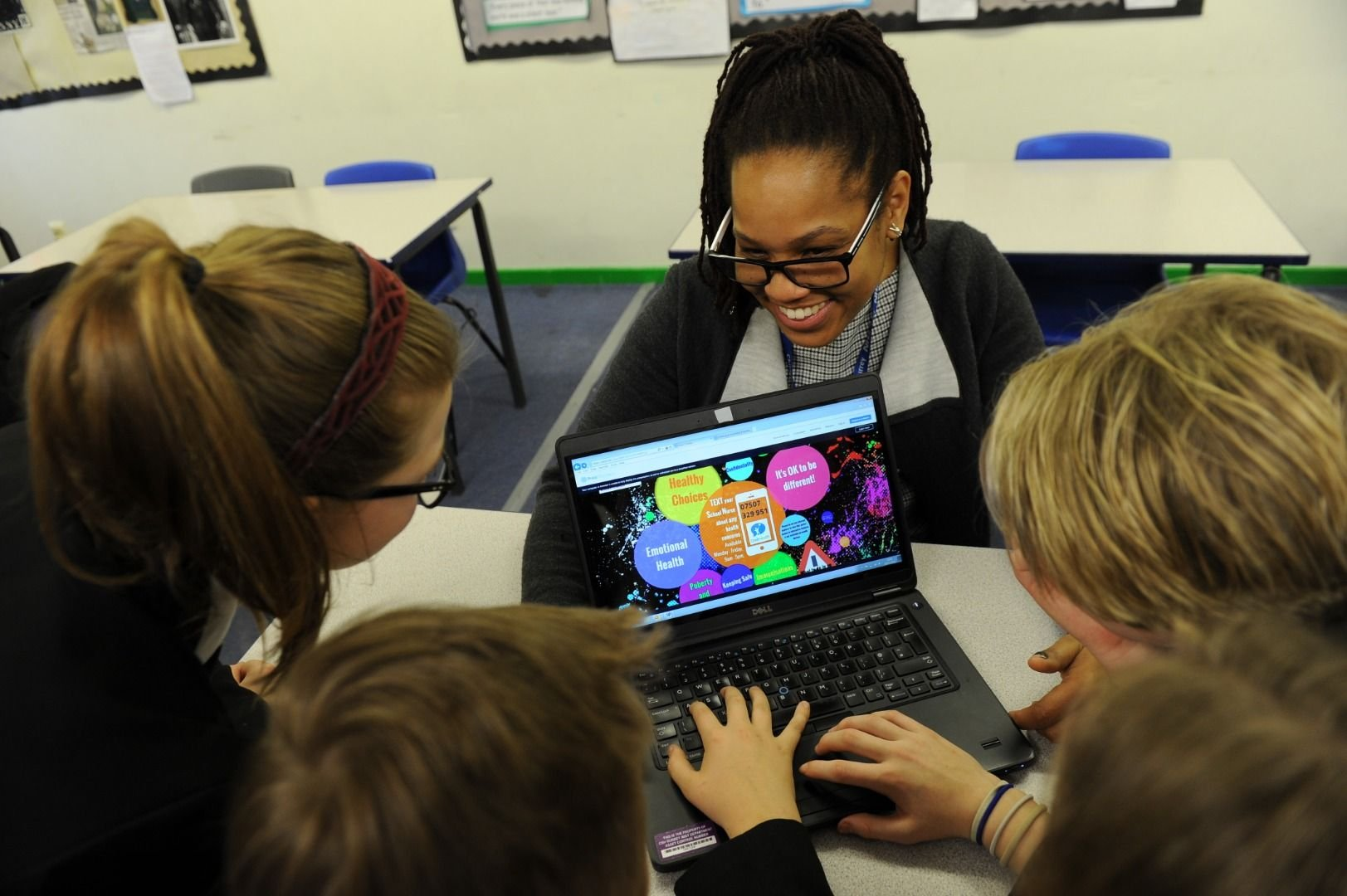 School Nurse showing students the Digital health and wellbeing resource